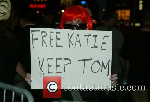 Anti-scientology Demonstrators, Church Of Scientology, Katie Holmes and Tom Cruise 7