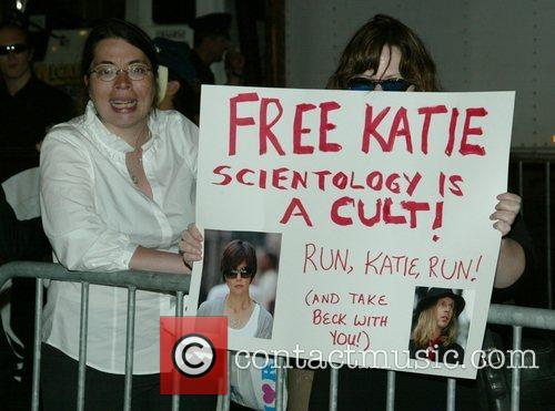 Anti-scientology Demonstrators, Church Of Scientology, Katie Holmes and Tom Cruise 5