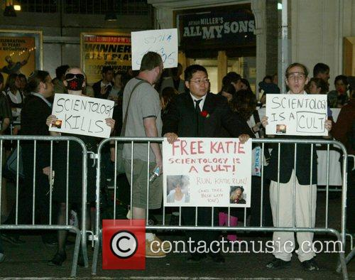 Anti-scientology Demonstrators, Church Of Scientology, Katie Holmes and Tom Cruise 4