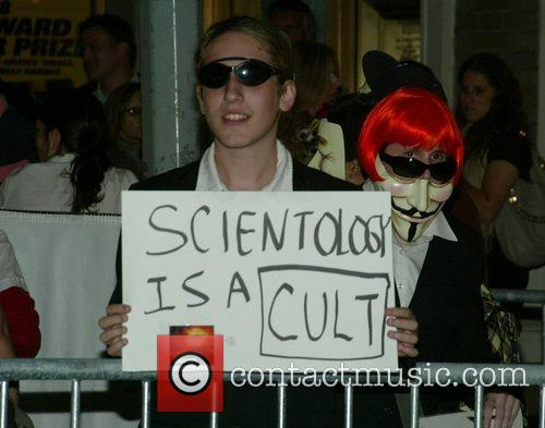 Anti-scientology Demonstrators, Church Of Scientology, Katie Holmes and Tom Cruise 6