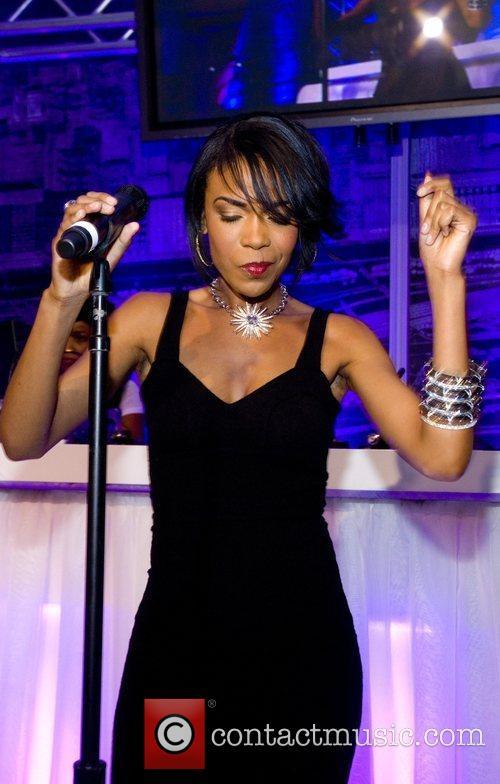 Michelle Williams Performs at the Niche Media Michigan...