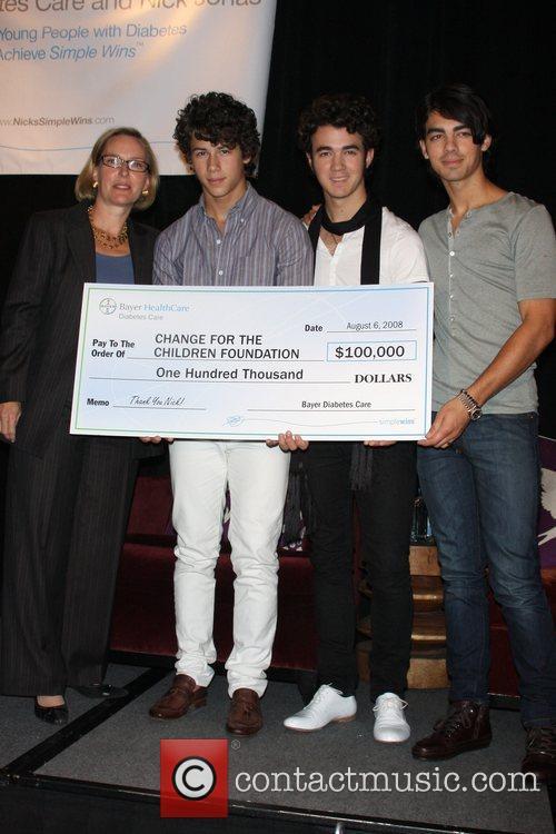 Sandra Peterson, Nick Jonas, Kevin Jonas and Joe...