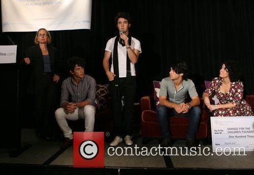 Sandra Peterson, Nick Jonas, Kevin Jonas, Joe Jonas...