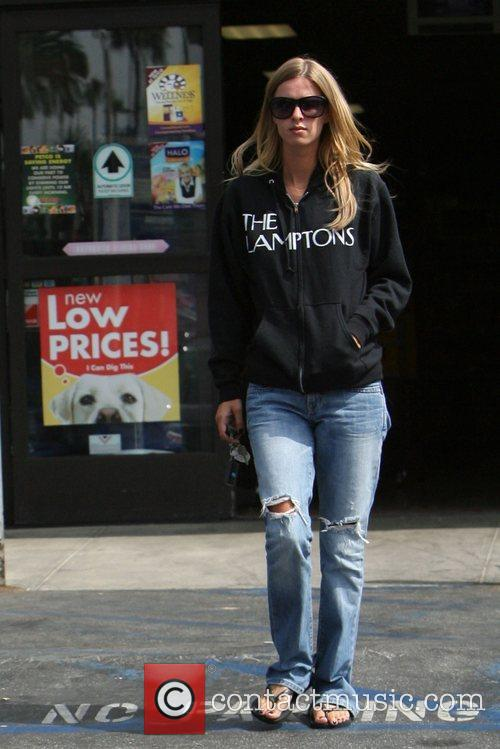 Nicky Hilton goes to the supermarket  Los...