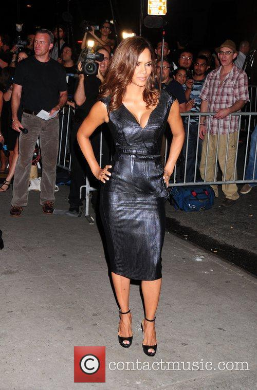 Picture halle berry and calvin klein at new york fashion for Mercedes benz manhattan inc