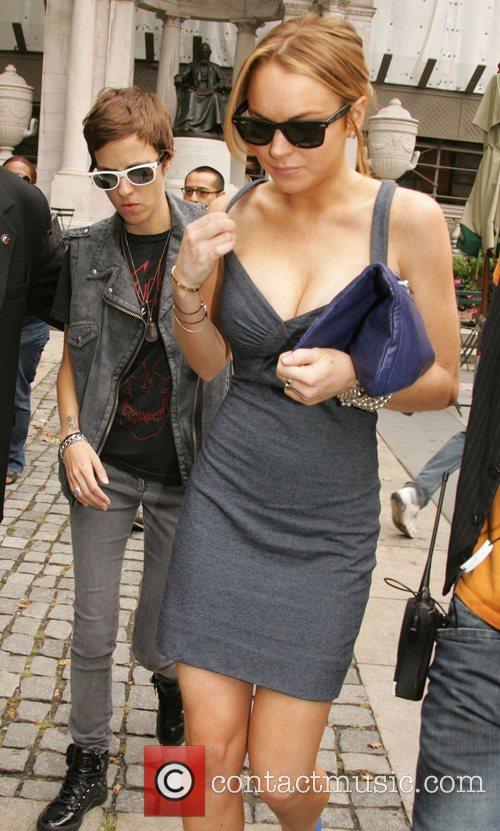 Dj Samantha Ronson and Lindsay Lohan 7