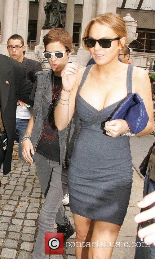 Dj Samantha Ronson and Lindsay Lohan 9