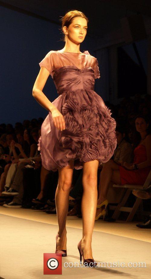 Model Mercedes-Benz Fashion Week Spring 2009 - Vivienne...