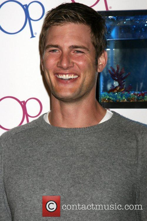 Ryan McPartlin - Images Colection