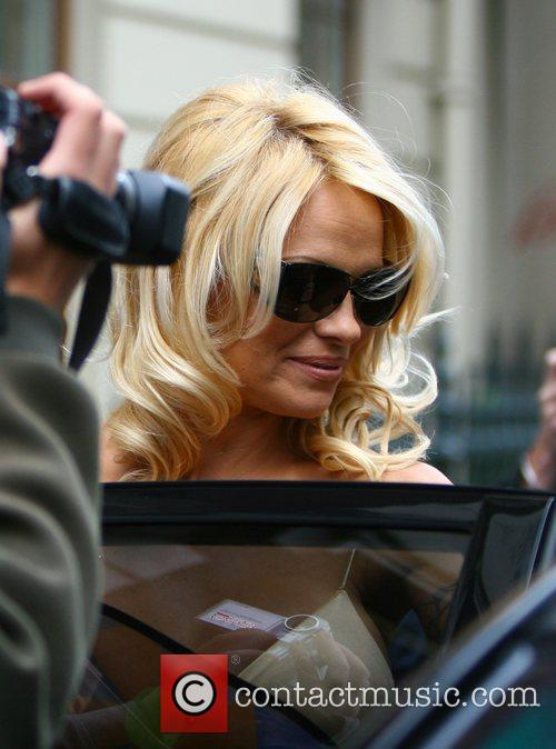 Pamela Anderson and Stella Mccartney 9
