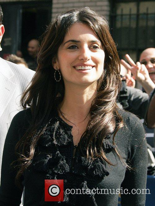 Penelope Cruz and David Letterman 4