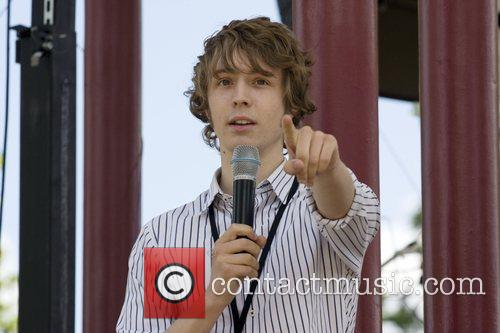 Matt Edmondson  presenting at Picnic Rocks 2008...