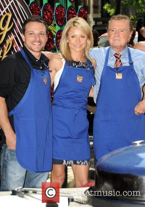 Drew Lachey, Kelly Ripa and Regis Philbin 5