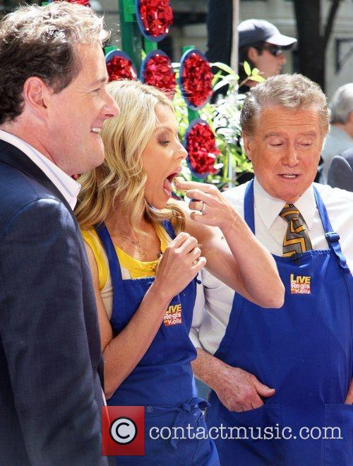 Piers Morgan and Kelly Ripa 5