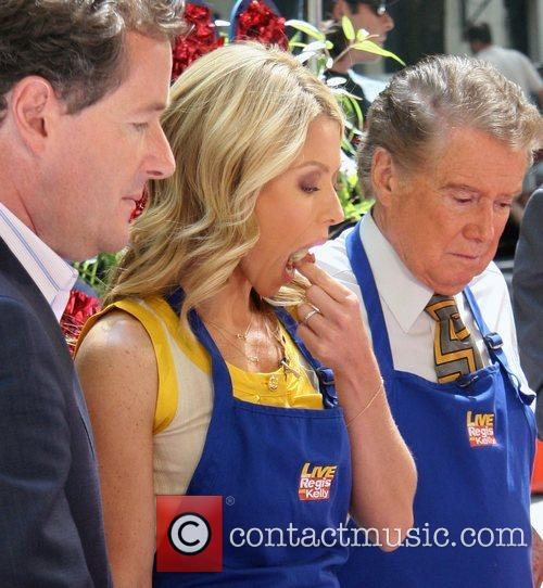 Piers Morgan and Kelly Ripa 8