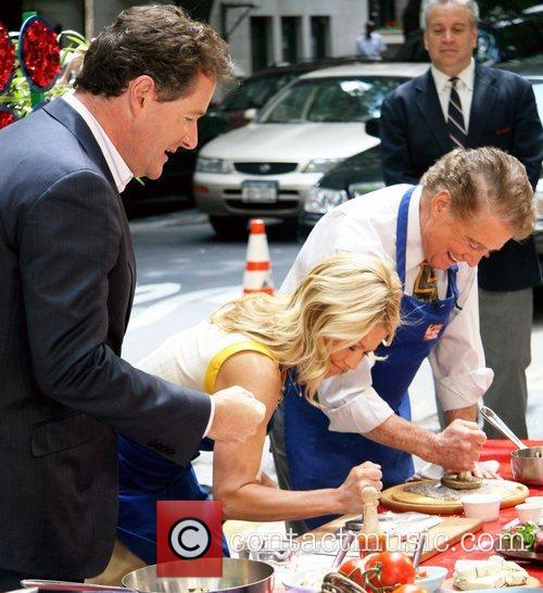 Piers Morgan and Kelly Ripa 9