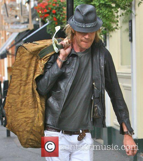 Rhys Ifans and Kimberly Stewart 4