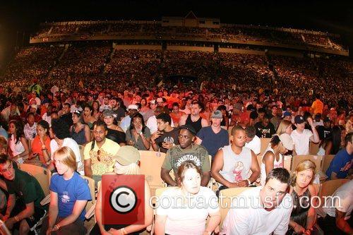 audience 2008 rock the bells at jones beach theatre 2 pictures. Black Bedroom Furniture Sets. Home Design Ideas
