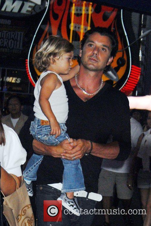 Gavin Rossdale and Kingston Rossdale At A Birthday Party At The Hard Rock Cafe In Universal City 3