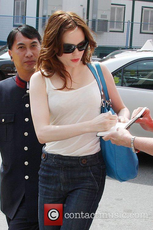 Rose McGowan signs autographs as she leaves her...