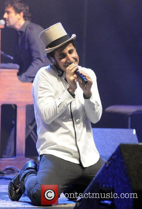 serj tankian performing live at the wiltern theatre in los angeles 2007328