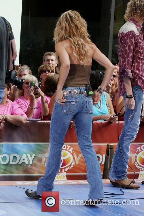 Sheryl Crow and Rockefeller Plaza 13
