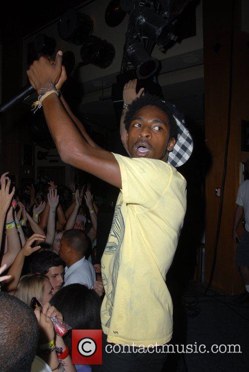 Shwayze performing at Hard Rock cafe city walk