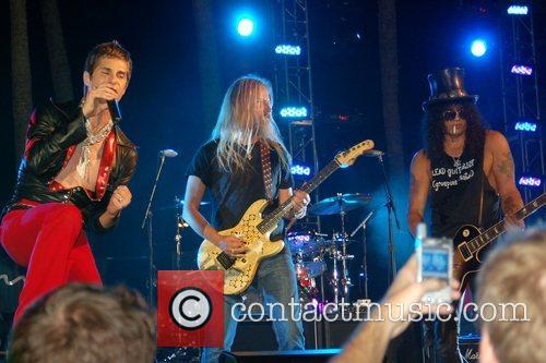 Perry Farrell, Jerry Cantrell and Slash (aka Saul...