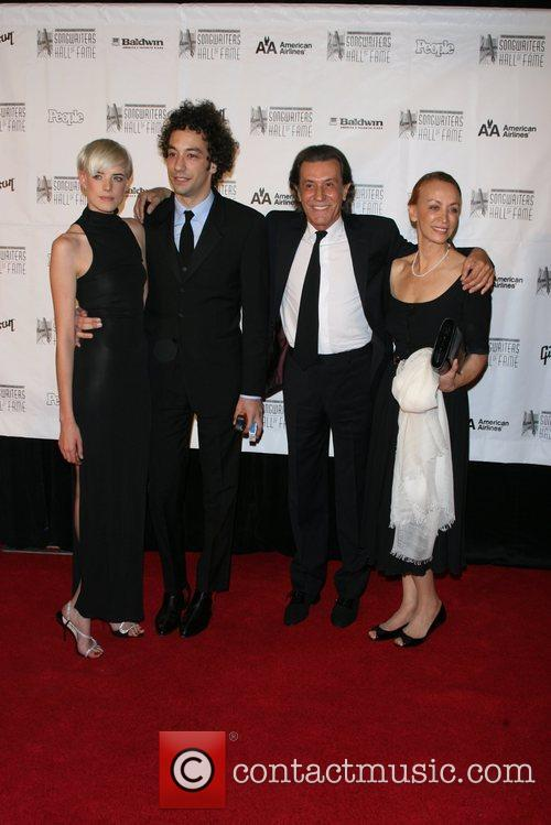 Agyness Deyn, Albert Hammond Jr. and Inductee Albert Hammond Claudia Fernandez 4