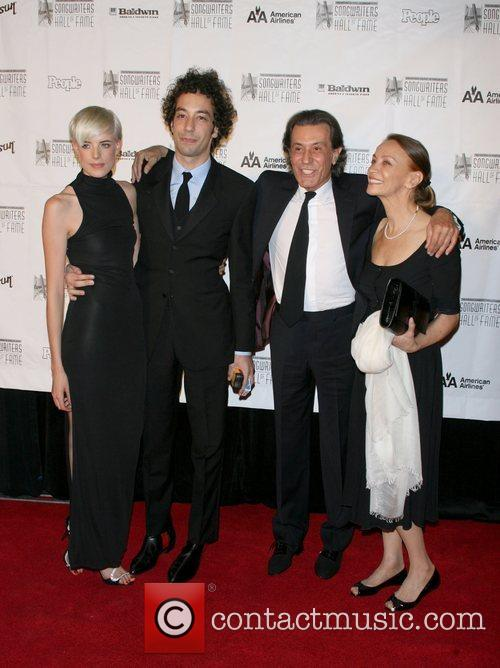 Agyness Deyn, Albert Hammond Jr. and Inductee Albert Hammond Claudia Fernandez 1