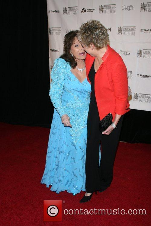 Loretta Lynn and Anne Murray 2
