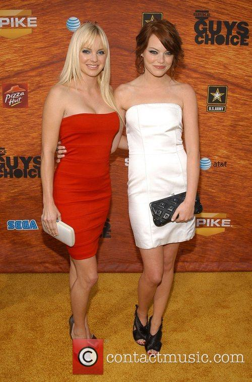 Anna Faris and Emma Stone 3