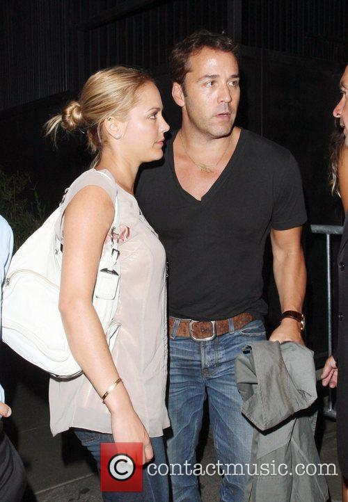 Jeremy Piven and His Girlfriend Get Into A Heated Argument With A Security Gaurd About Getting Into Stk Restaurant 5