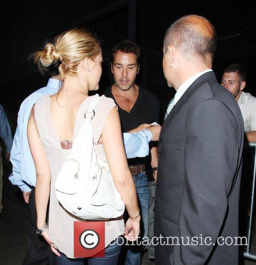 Jeremy Piven and His Girlfriend Get Into A Heated Argument With A Security Gaurd About Getting Into Stk Restaurant 4