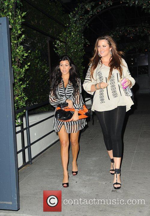 Kourtney Kardashian and Khloe Kardashian 5