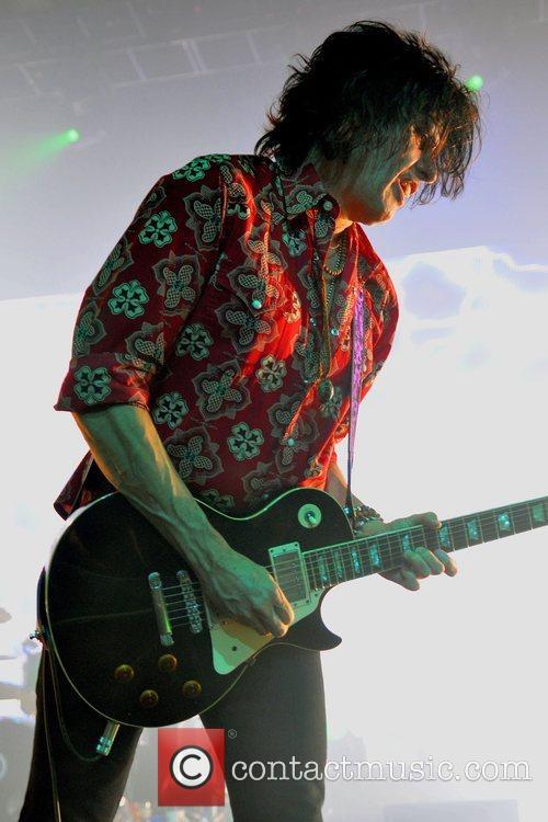 Guitarist Dean DeLeo of The Stone Temple Pilots...