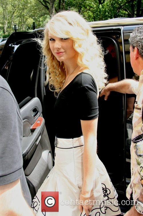 Taylor Swift and Manhattan Hotel 3