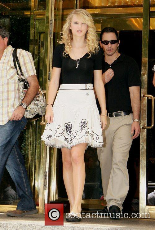 Taylor Swift and Manhattan Hotel 8