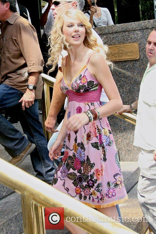Taylor Swift and Manhattan Hotel 5