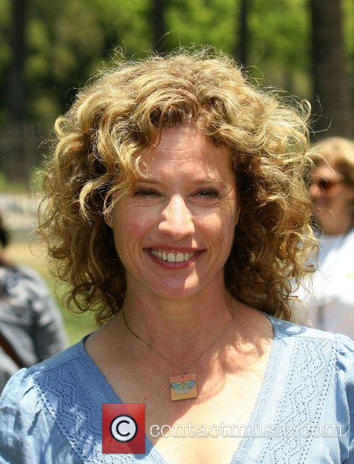 Nancy Travis 2
