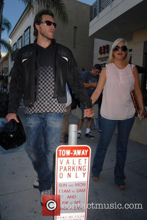 Dean Mcdermott and Tori Spelling 3