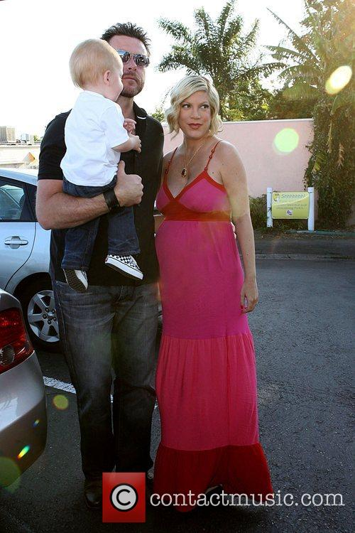 Tori Spelling, Dean McDermott, their son Liam McDermott