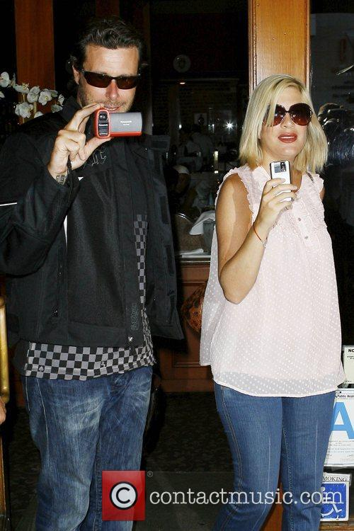 Tori Spelling and Dean Mcdermott 11