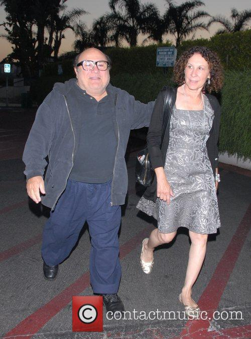 Danny Devito and Rhea Perlman At Tra Di Noi Resaurant In Cross Creek 1