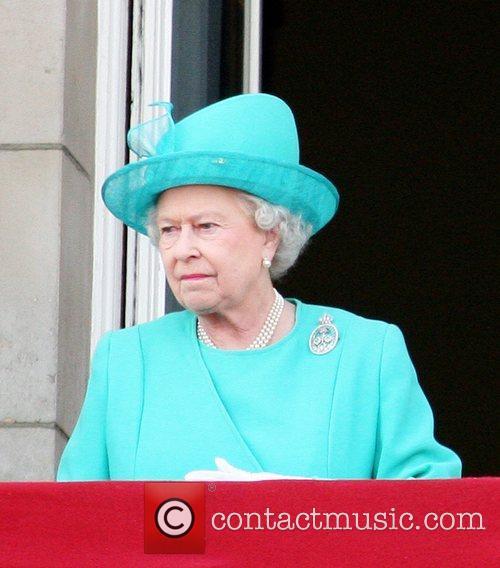 Queen Elizabeth ll on the balcony of Buckingham...