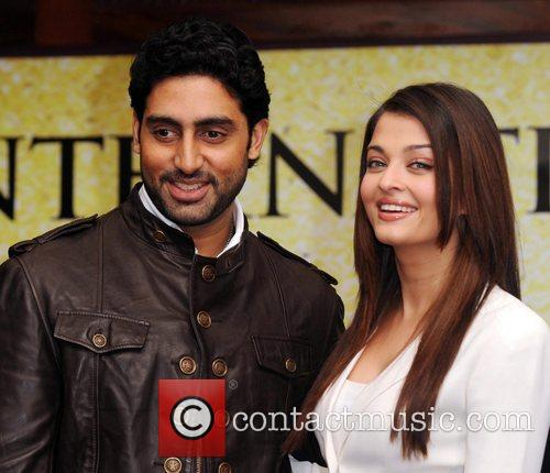 Abhishek Bachchan, Aishwarya Rai and The Unforgettable Tour 4
