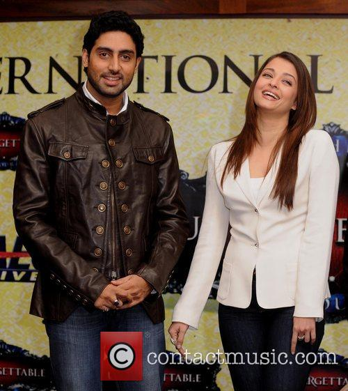 Abhishek Bachchan, Aishwarya Rai and The Unforgettable Tour 5