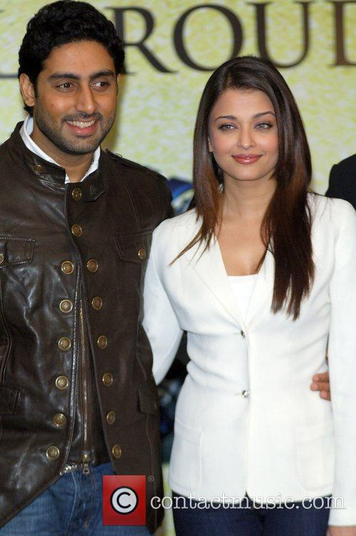 Abhishek Bachchan, Aishwarya Rai and The Unforgettable Tour 10