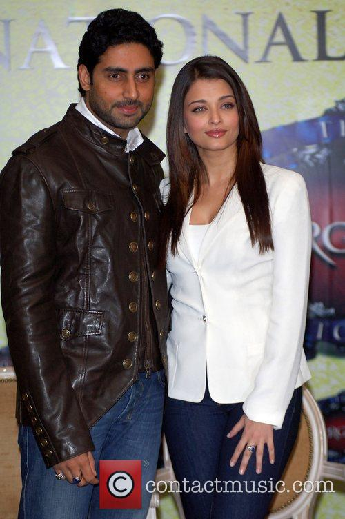 Abhishek Bachchan, Aishwarya Rai and The Unforgettable Tour 9