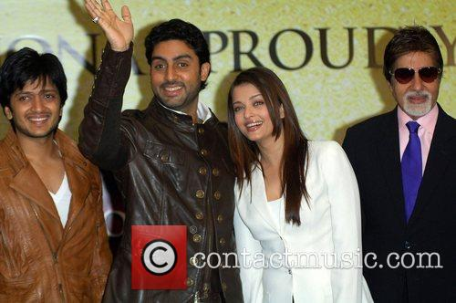 L-R) Abhishek Bachchan, Abhishek Bachchan, Aishwarya Rai, The Unforgettable Tour